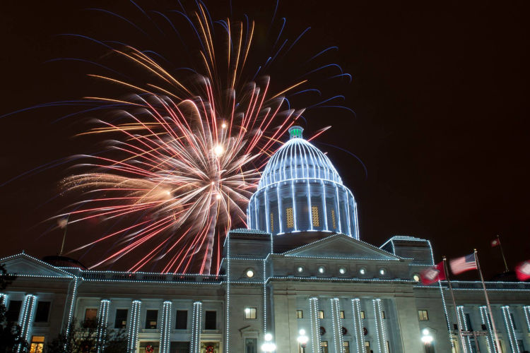https://www.littlerock.com/images/default-source/blogs/arkansas-state-capitol-2014-holiday-lights-and-fireworks-750x500.jpg?sfvrsn=67f09eb6_0