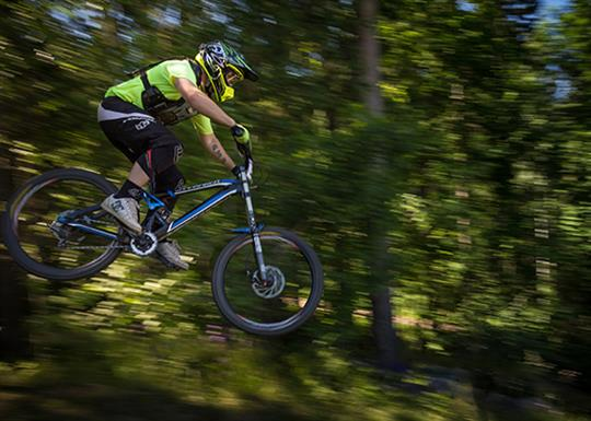 Generic_Biking_STOCK_560x400_MOUNTAIN_BIKING_Airborne