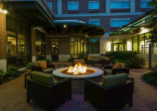 Courtyard by Marriott-River Market-fire pit-560x400