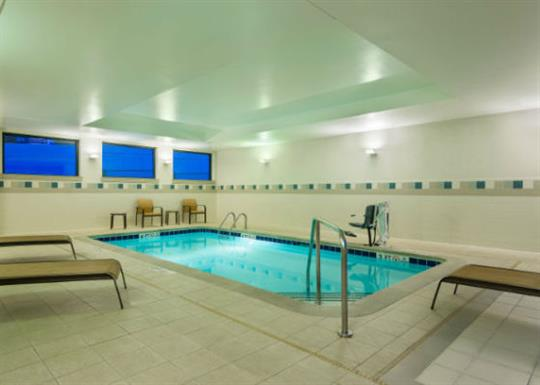 Courtyard by Marriott-River Market-indoor pool 1-560x400