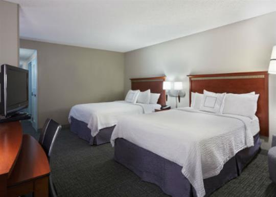 Courtyard by Marriott-River Market-queen room 1-560x400