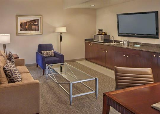 DoubleTree-double room suite sitting area-840x600