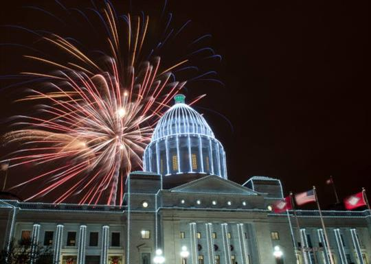 Arkansas State Capitol-2014-holiday lights and fireworks-560x400